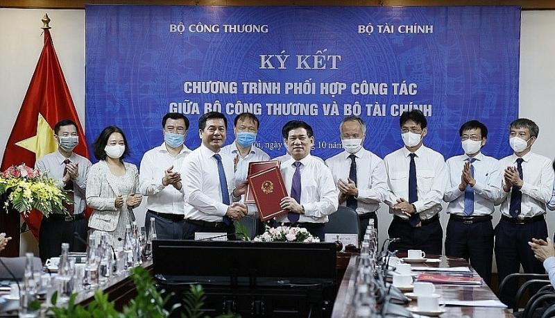 Bộ Tài chính và Bộ Công thương ký kết thỏa thuận hợp tác